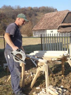 Készülnek az új kerítéselemek
