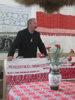 Presbiter-őrálló :-) (Újvári Samu gondnok köszönti a vendégeket)