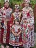 Cifra ruhás lányok: Brigitta, Reni, Henrietta és Nóra